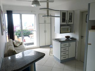 Apartamento p/ temporada em Florianopolis -Acomoda 7 pessoas (ótima localização)