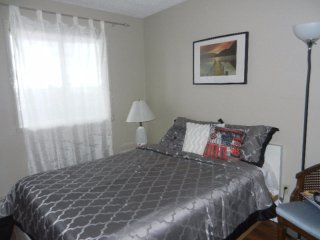 Warm & Cozy Bedroom NE. Close to Shopping, Movies & Anthony Henday Highway