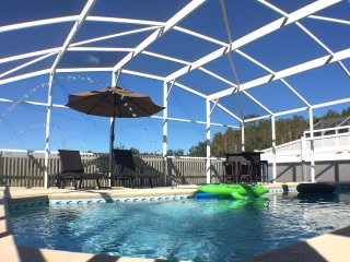 Magnificent Disney area resort home! 5 bed, 3 bath sleeps 12, with heated pool