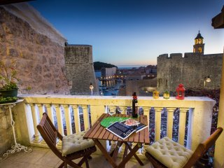Apartments Nera - Triplex Two Bedroom Apartment with balcony and Sea View, Dubrovnik