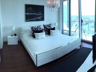 4. Breathtaking Unit Amazing Views Luxury 2 bedrs 2 bthrs free parking/wifi