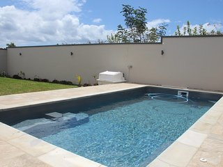 NEW VILLA, 6 bedrms, 4 toilts,4 bathrms, 2 lvng rms, 2 kitchens,terrace,pool+CAR, Flic en Flac