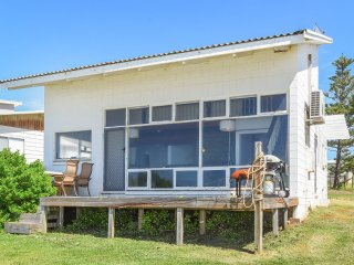 Baleine Cottage - The Beach is your Front Yard!!