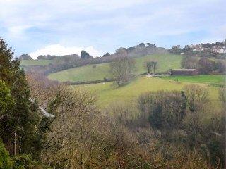 SPRING COTTAGE, woodburner, short walk to shop and pub, close to coast