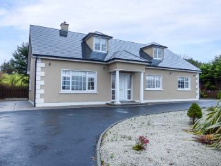 RIVER VIEW six bedroom detached house, en-suites, solid fuel stove, Belmullet, Ref 946981