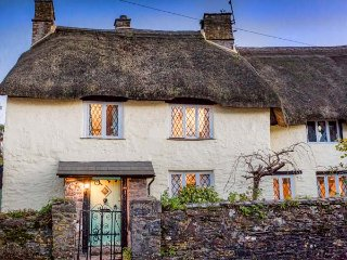 HEARTHSTONE EAST COTTAGE, thatched roof, beamed ceiling, open fire, in Brixham R