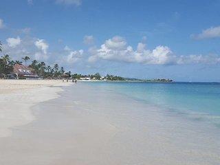 Club Caribbean Luxury townhouse, 7 mins to beach