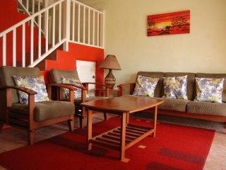 Club Caribbean Luxury townhouse, 7 mins to beach, Barbuda