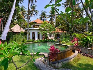 Villa Surya ~ tropical, exotic, tranquil 'hideaway' in East-Bali ~ Candidasa area (approx.10km)