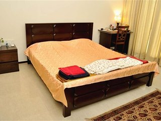 2KM from Airport 2BHK Apartment,Calm Area,Furnished,TV,AC,Free Wifi,Iron & Dryer, Kolkata (Calcutta)