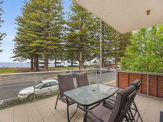 Unwind * 'Breeze' Beachfront Apartment no 1 - Victor Harbor