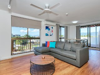 Coral Towers - Two Bedroom Esplanade Apartment, Cairns