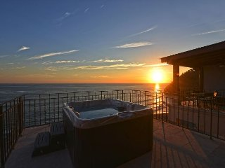 Special deal! Stay 7 night, Pay 5! Unique Oceanview Penthouse w/Jacuzzi., Jaco