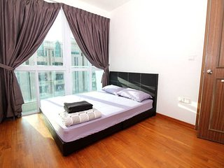 E) Comfy 4 bedroom, Singapore