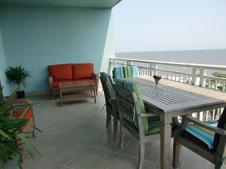 Beautiful 3/3 Corner Unit with Ocean View