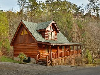 1 BR luxury cabin rental in Bear Creek Crossing Resort with beautiful views.