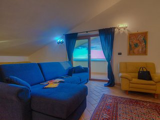 HolidayApt GaetaGulf Seafront 2+2 Balcony Jacuzzi Airco Heating WiFi SHARED Pool, Scauri