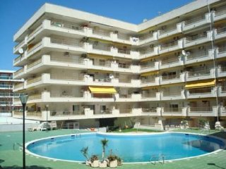 Apartment with communal pool near the tourist area of Salou.
