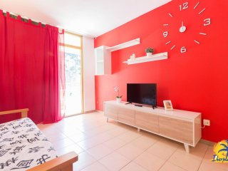 Nice apartment with 2 bedrooms, air conditioning and pool in Salou.