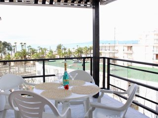 Large apartment 20 meters. Salou beach with 3 bedrooms and A / A.
