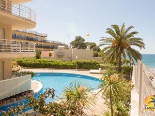 Studio 4pax with AC and community pool in Cap Salou at 20mts from the beach