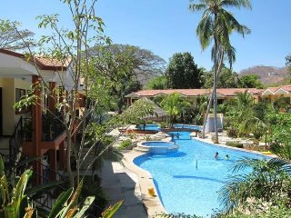 Tropical paradise-250meters to the beach, Playas del Coco