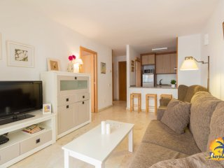 Beautiful and central apartment with pool 5 pax 200 mts. Salou Beach.