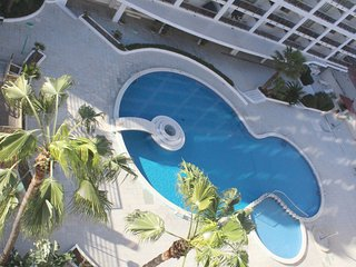 4 pax bright penthouse with communal pool and 100 mts Levante beach in Salou