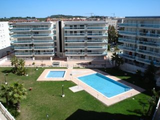 Beautiful apartment 6 pax with A / A, pool and parking in quiet area of Salou.