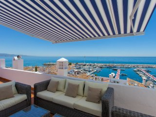 Puerto Banus Front line Penthouse Panorama SeaView, Parking