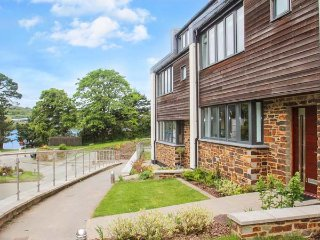 THREE RIVERS modern townhouse, large garden, river frontage in Truro Ref 955152