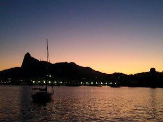 Hospede-se na praia da Urca com o visual mais bonito do Rio de Janeiro