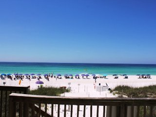Beachfront townhome!! Private beach access & seasonal beach service!!