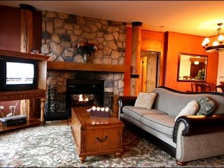 Incredible Views of Tremblant Lake / 215494