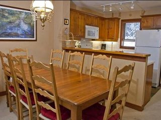 Bright Dining Area for 8  Guest