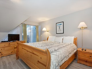 Stunning Master Bedroom with King Bed
