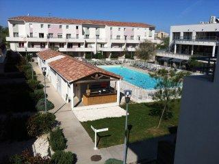 F3 50 m2 duplex terrasse dans résidence de tourisme3* avec piscine, plage, Port Camargue