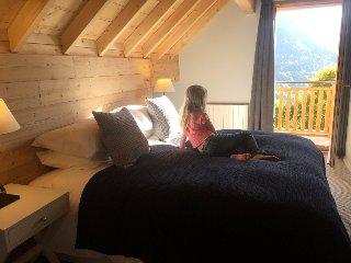 Vaujany Ski Chalets, Self catering Chalet des Cousins Super King bedroom
