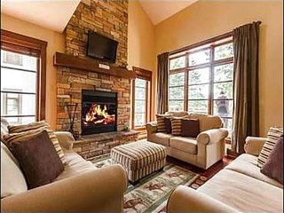 3BR Luxurious Townhome with Free Winter Shuttle to Hill/Village / 215581
