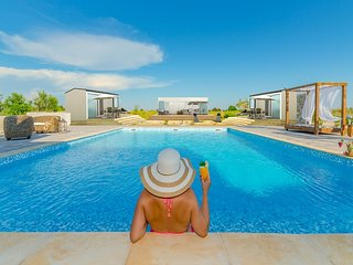 Luxury mobile home with swimming pool, Privlaka
