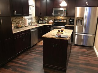 Beautiful Newly Renovated 2 Bedroom/2 Bath with BBQ & WIFI