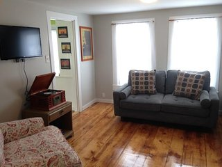 Cozy, dog-friendly condo w/ deck - on Willard Square, one block to the beach!