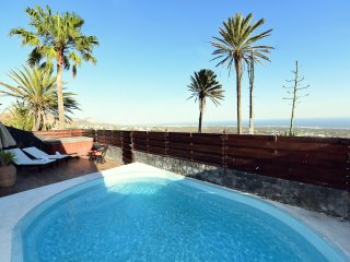 FINCA LA CASITA- LANZAROTE.( sleeps 4) Pool, private sauna, private jacuzzi (hot tube) ,SEA VIEWS, satellite TV, internet,.