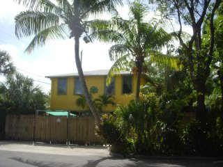 Charming Restored 1930s Carriage House (2nd floor), West Palm Beach