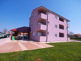 Apartment 11911, Peroj
