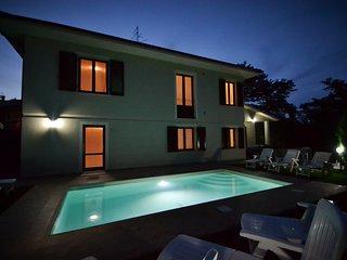 Villa Intera privata con giardino,piscina, parcheggio - Casa Vacanze Jessica