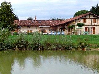 Domaine des Charmilles,maison de vacances avec étang de pêche,