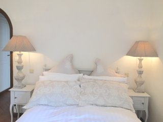 Antibes Old Town -  Large 3 Bed