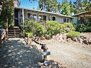 GRAY WHALE~MCA# 935~Charming home great for a small family and pet friendly!, Manzanita