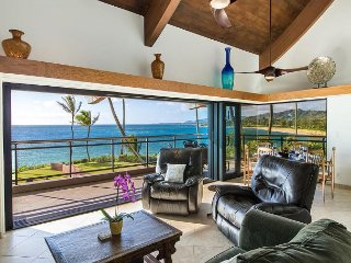 ****Beach FRONT**** Finest 3 bedroom penthouse on the east side!!, Kapaa
